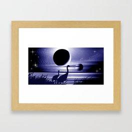 Kraniche am Ufer. Framed Art Print