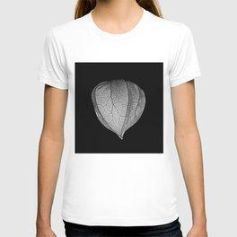 Chinese Lantern Pod - Mono Macro T-shirt