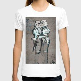 kissing clones T-shirt
