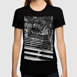 Zig zag stairs T-shirt