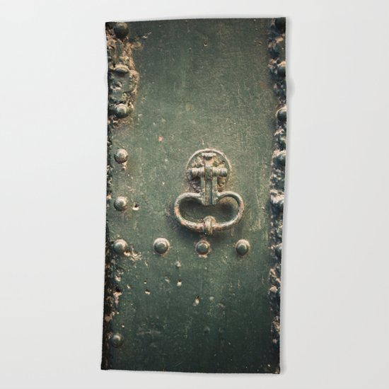 Doorknocker Beach Towel