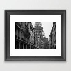 Et voilà la tour Framed Art Print