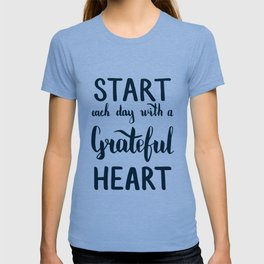 Start each day with a grateful heart Text on sea photo T-shirt