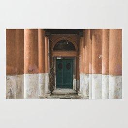 Door between the columns Rug