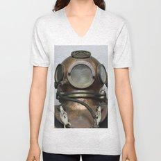 Antique vintage metal underwater diving helmet Unisex V-Neck