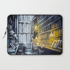 Hermione studying in the library Laptop Sleeve