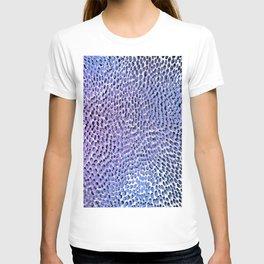shifting dots in blue T-shirt