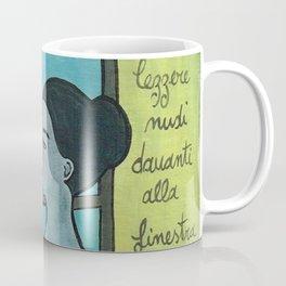 leggere nudi davanti alla finestra Coffee Mug