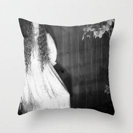 Screaming Chelsey Throw Pillow