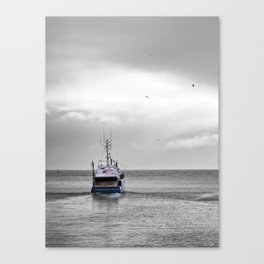 Above the sea, under the sky Canvas Print