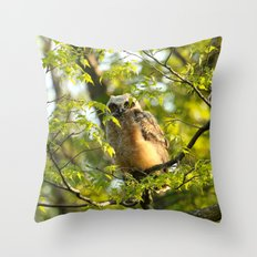 A peek between the leaves Throw Pillow