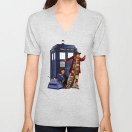 4th Doctor, Sarah Jane, K-9 and the TARDIS Unisex V-Neck