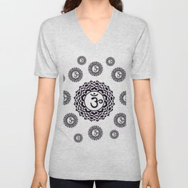 "BLACK SANSKRIT CHAKRAS  PSYCHIC WHEEL ""KNOW"" Unisex V-Neck"