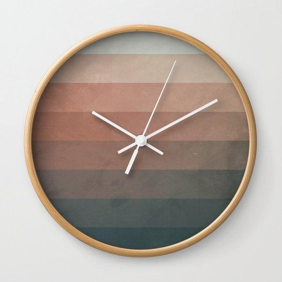 vylwwlyss Wall Clock