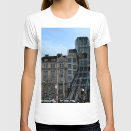 The Dancing House in Prague by Frank Grehry T-shirt