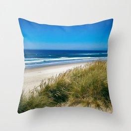 Ship of sand Throw Pillow
