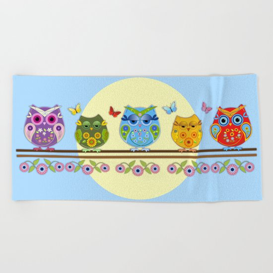 Chilling Summer owls Beach Towel