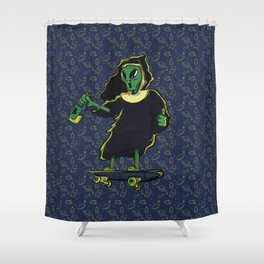 Alien skate Shower Curtain