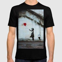 Banksy street art / photograph - girl with red ballon T-shirt
