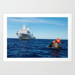 NASAs Orion spacecraft floats in the Pacific Ocean after splashdown from its first flight test in Ea Art Print