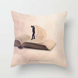 The page turner Throw Pillow