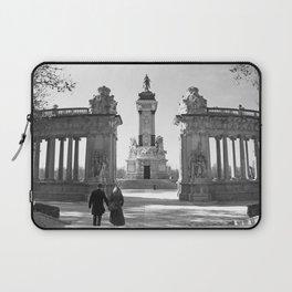Couple at Madrid monument Laptop Sleeve