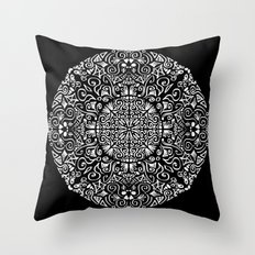 Doodle circle 1 Throw Pillow