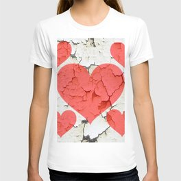 DECORATIVE SHABBY CHIC RED-WHITE FRACTURED VALENTINE HEARTS T-shirt