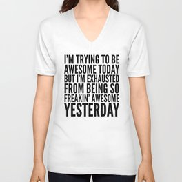 I'M TRYING TO BE AWESOME TODAY, BUT I'M EXHAUSTED FROM BEING SO FREAKIN' AWESOME YESTERDAY Unisex V-Ausschnitt