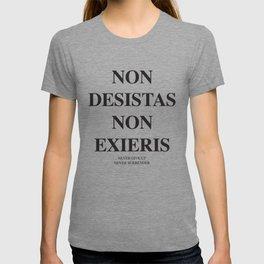 Latim quotes - Non desistas - Non exieris T-shirt