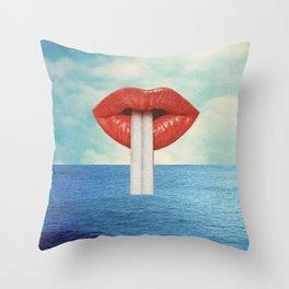 Bébete el mar Throw Pillow