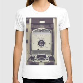 Vintage Polaroid Land Camera The 800 T-shirt