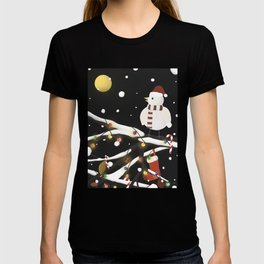 Lonely Bird on a snowy Christmas night T-shirt