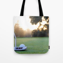 putting for par Tote Bag
