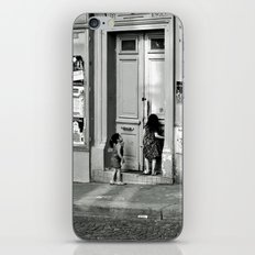 Paris, ringing the door bell iPhone & iPod Skin