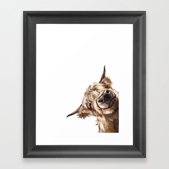 Sneaky Highland Cow Gerahmter Kunstdruck