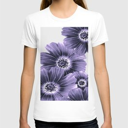 Daisies floral in soft lavender hues T-shirt