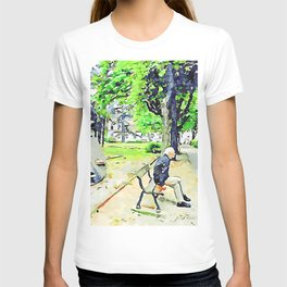 Faenza: sculpture and man sitting on bench T-shirt