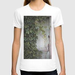 Old wooden door T-shirt