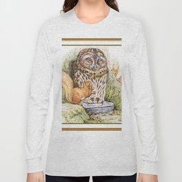 Squirrels tease a sleeping Owl Long Sleeve T-shirt