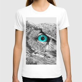 Black and White Great Horned Owl w Aqua Eyes A174 T-shirt