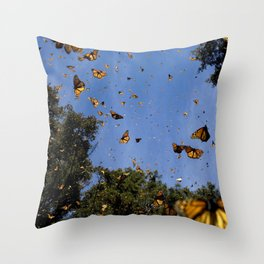 Monarchs butterflies fly Throw Pillow