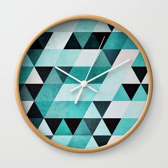 syb zyyro Wall Clock