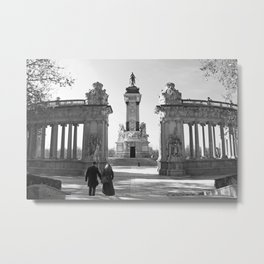 Couple at Madrid monument Metal Print