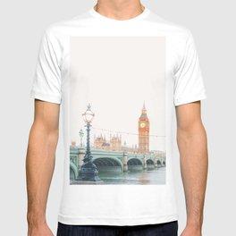 Thames Sunrise - London England Travel Photography T-shirt