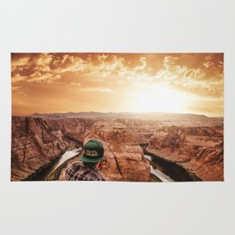 man on top of horse shoe bend Rug