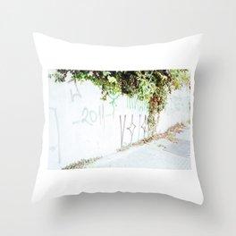 Plantas Throw Pillow