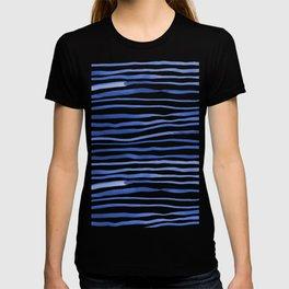 Irregular watercolor lines - blue T-shirt