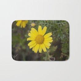 Daisy flower cu yellow Bath Mat