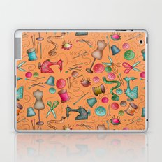 Sewing tools - naranja Laptop & iPad Skin